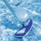 Bestway-8320510-8320510-Kit-Mantenimiento-limpiafondos-con-Cesta-y-prtiga-Azul-113x28x24-cm-0-3